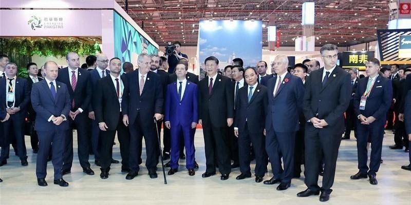 ICIIE: Xi Jinping et des dirigeants étrangers visitent l'exposition